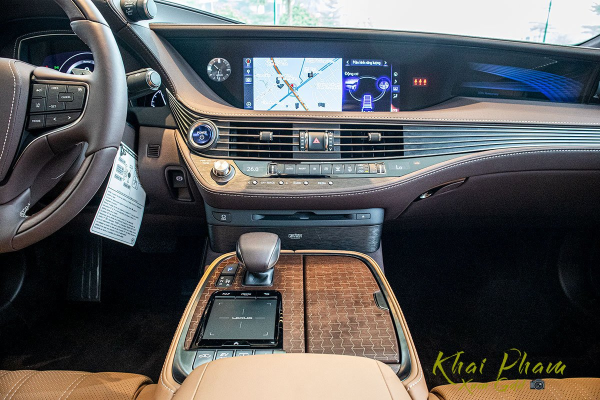 Ảnh chụp màn hình xe Lexus LS 500h 2020