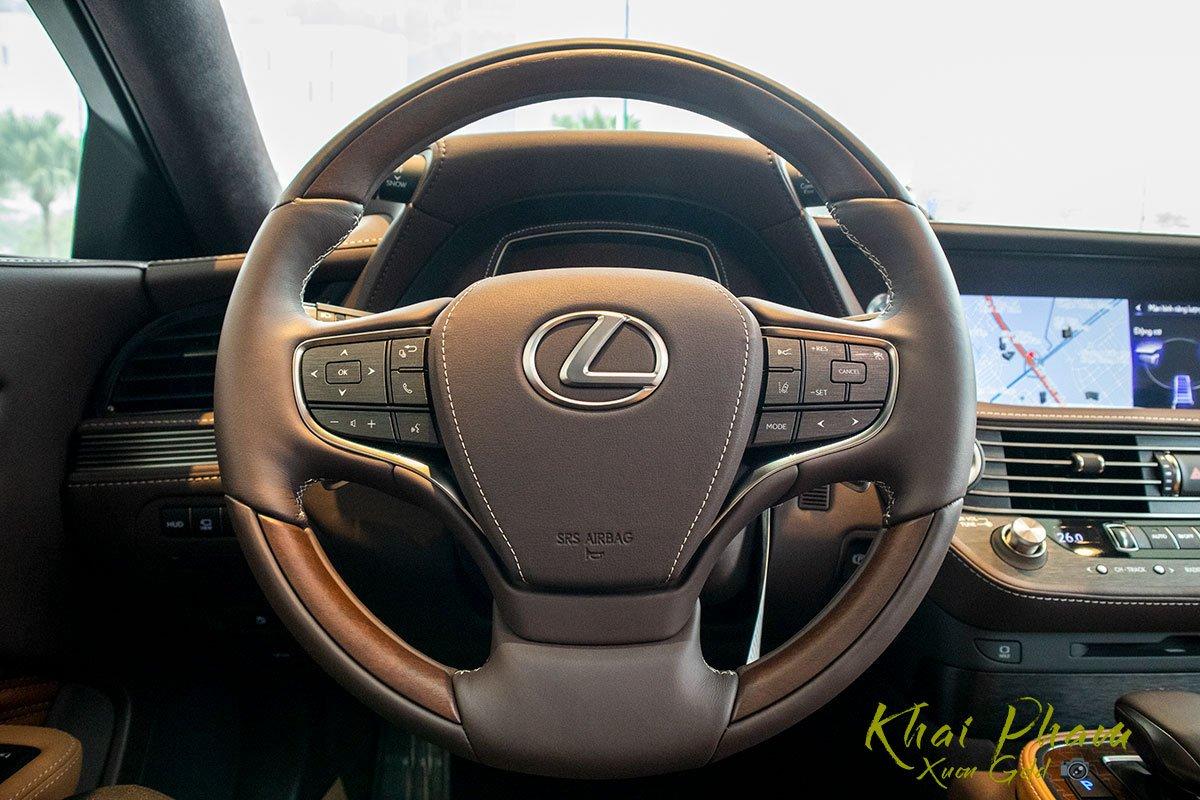 Ảnh chụp vô-lăng xe Lexus LS 500h 2020 1