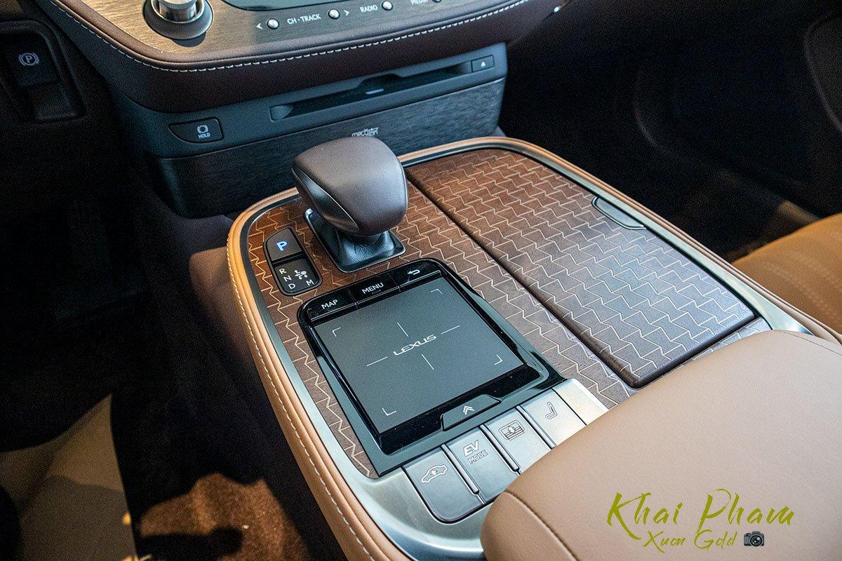 Ảnh chụp cần số xe Lexus LS 500h 2020