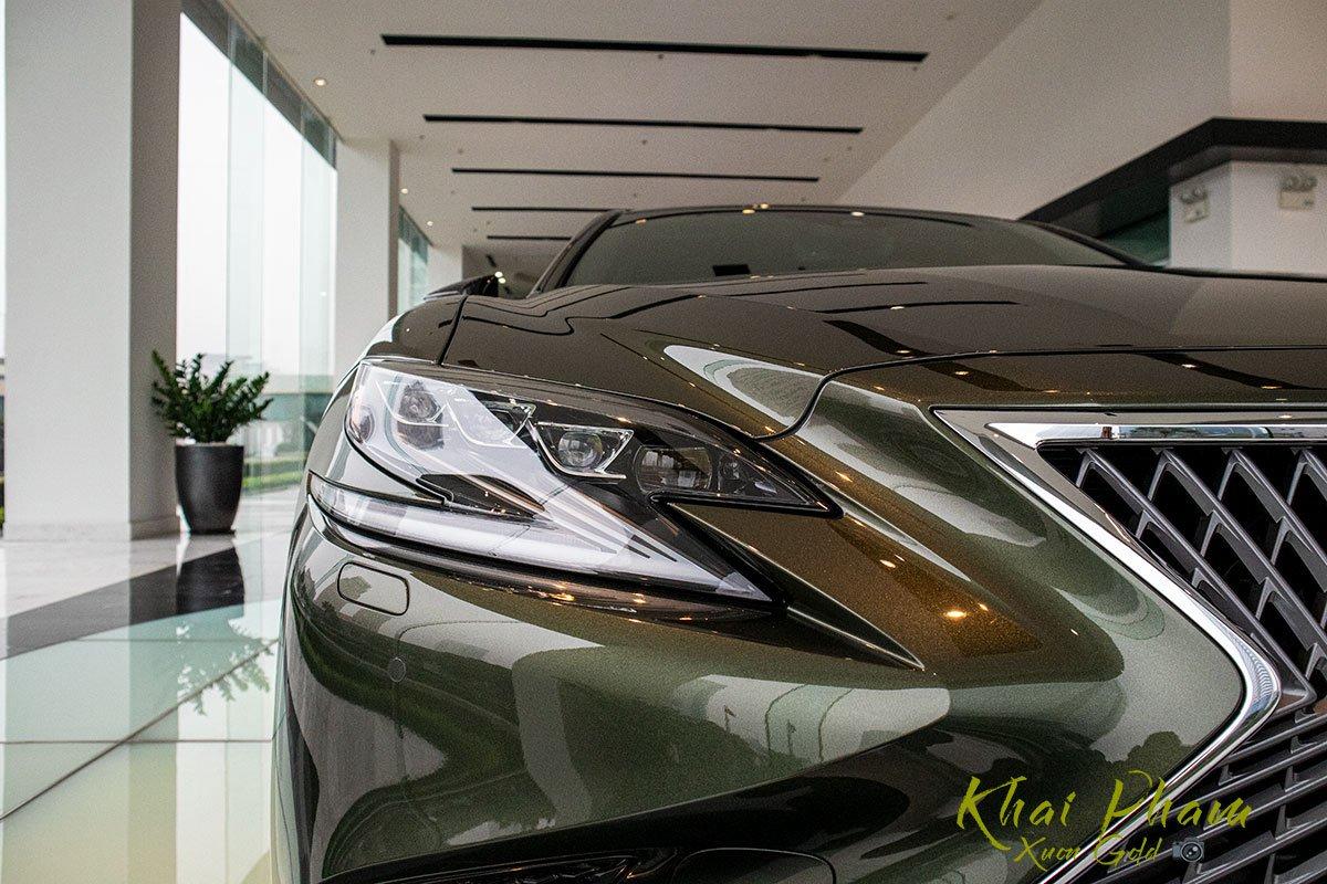 Ảnh chụp đèn pha xe Lexus LS 500h 2020 1