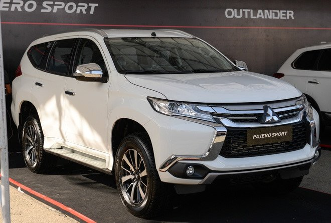 Giá xe Mitsubishi Pajero Sport tai đại lý giảm tới 200 triệu đồng, dọn kho đón xe mới.