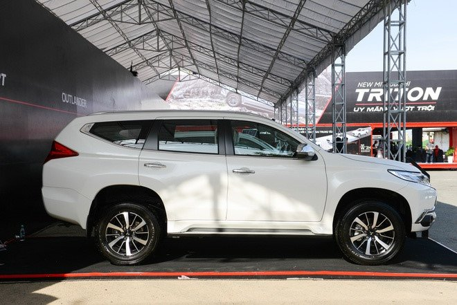 Giá xe Mitsubishi Pajero Sport tai đại lý giảm tới 200 triệu đồng, dọn kho đón xe mới - Ảnh 1.