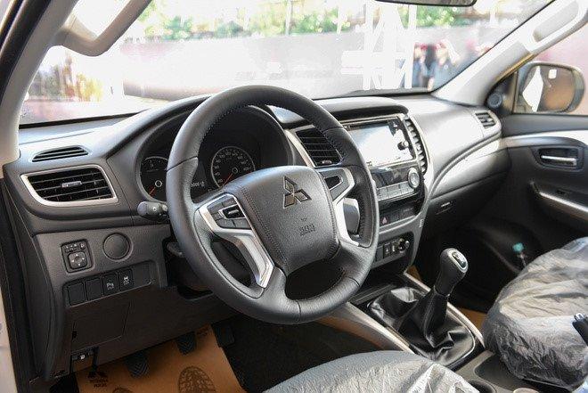 Giá xe Mitsubishi Pajero Sport tai đại lý giảm tới 200 triệu đồng, dọn kho đón xe mới - Ảnh 3.