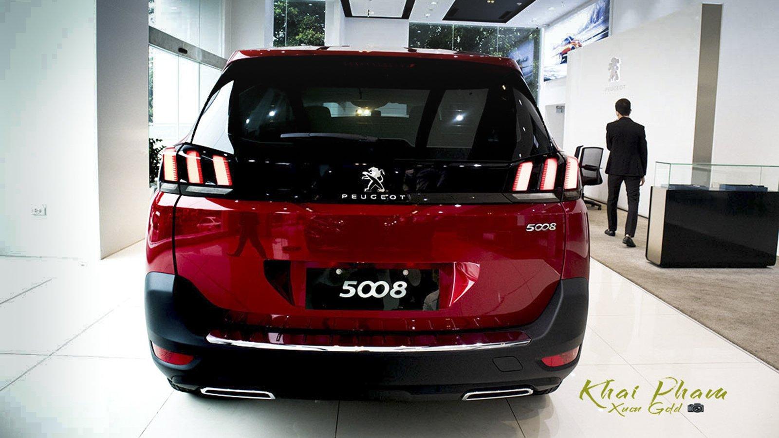 Ảnh chụp đuôi xe Peugeot 5008 2020