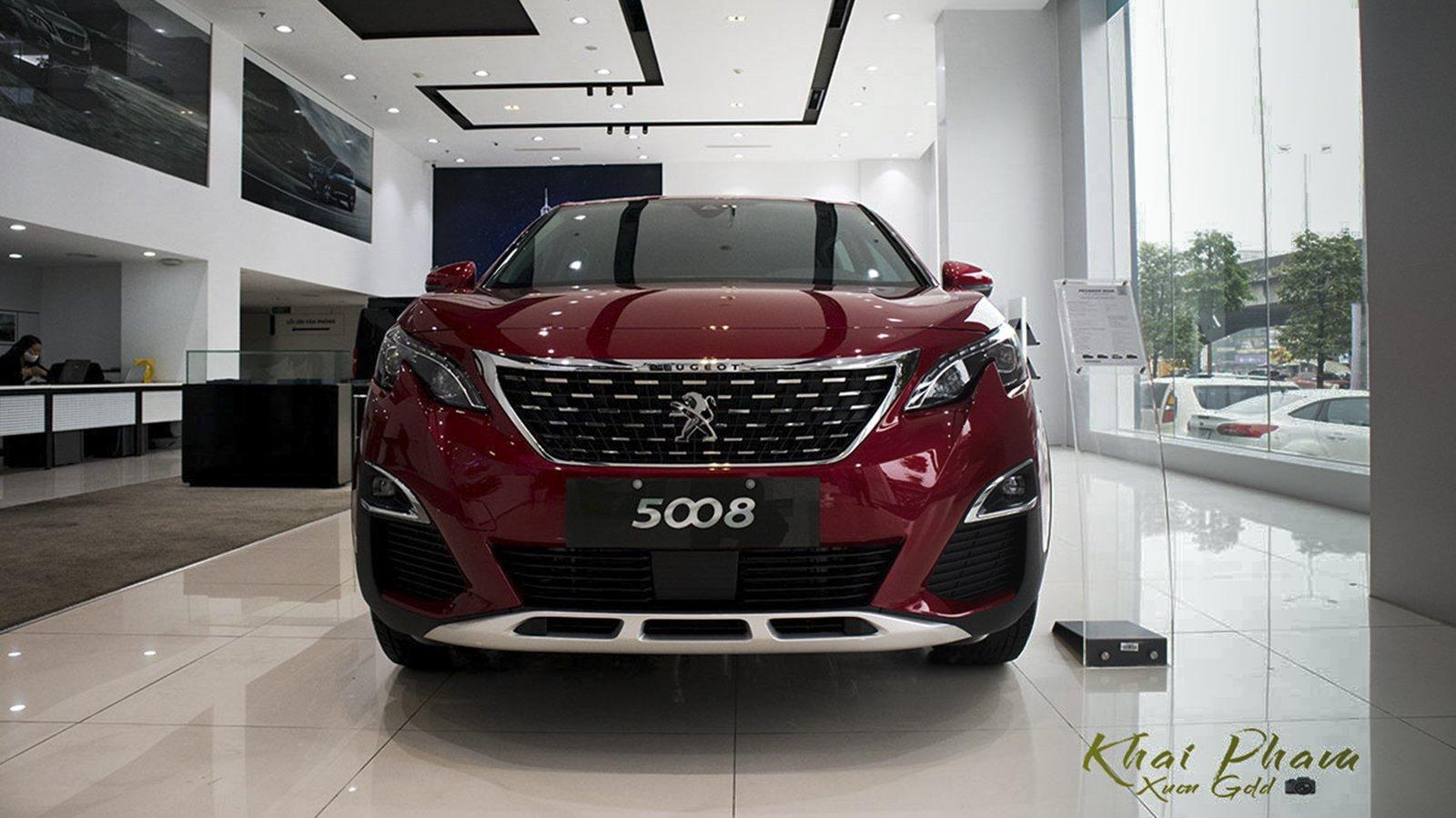 Ảnh chụp đầu xe Peugeot 5008 2020