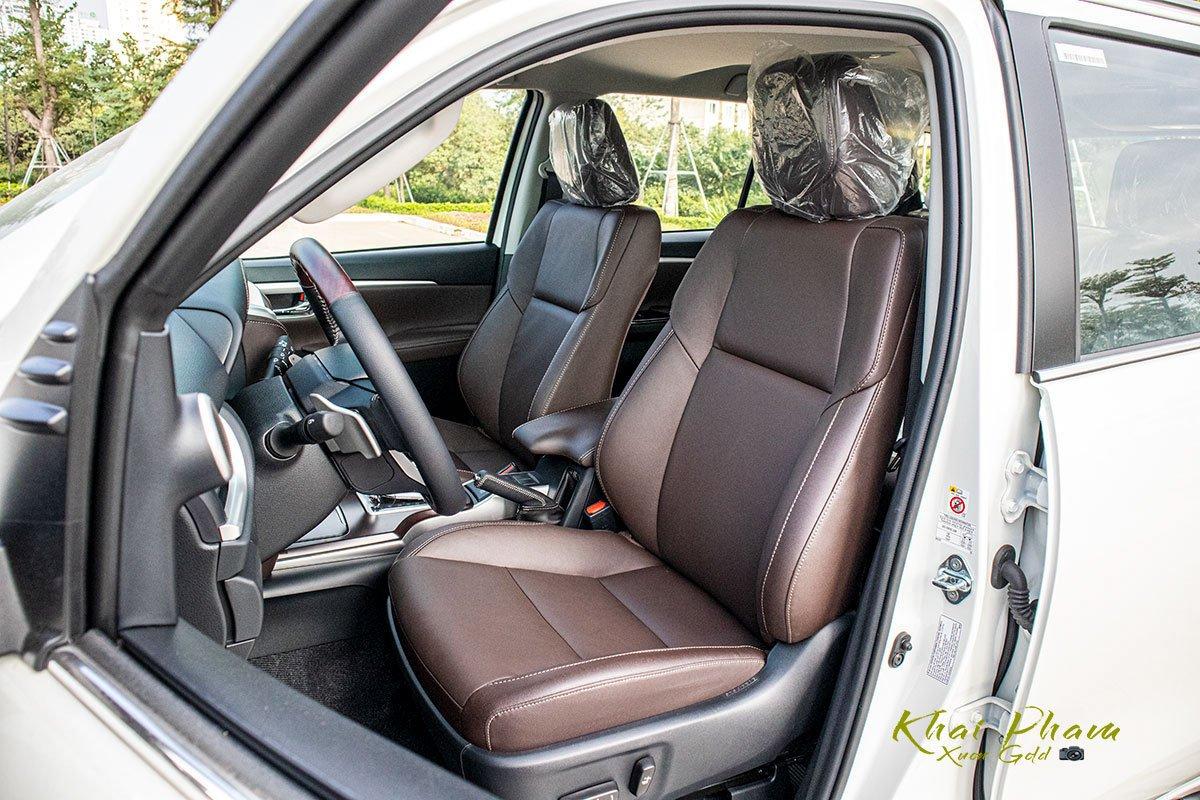 Ảnh chụp ghế trước xe Toyota Fortuner 2020