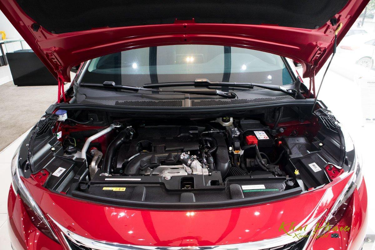 Ảnh chụp động cơ xe Peugeot 5008 2020