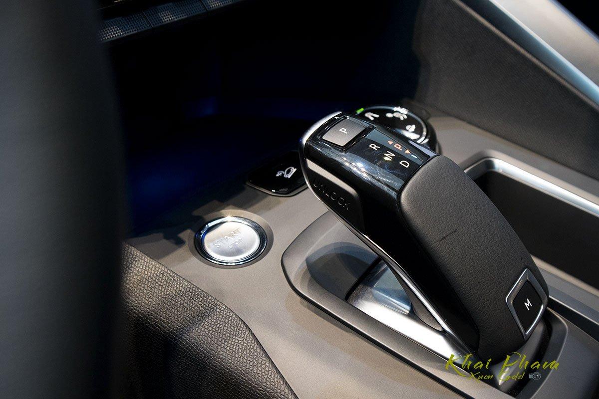 Ảnh chụp cần số xe Peugeot 5008 2020