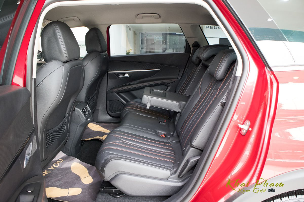 Ảnh chụp hàng ghế 2 xe Peugeot 5008 2020
