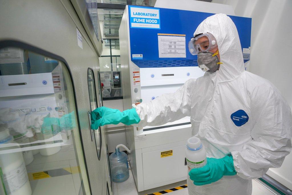 Vingroup sản xuất máy thở và máy đo thân nhiệt đáp ứng yêu cầu chống dịch Covid-19 tại Việt Nam.