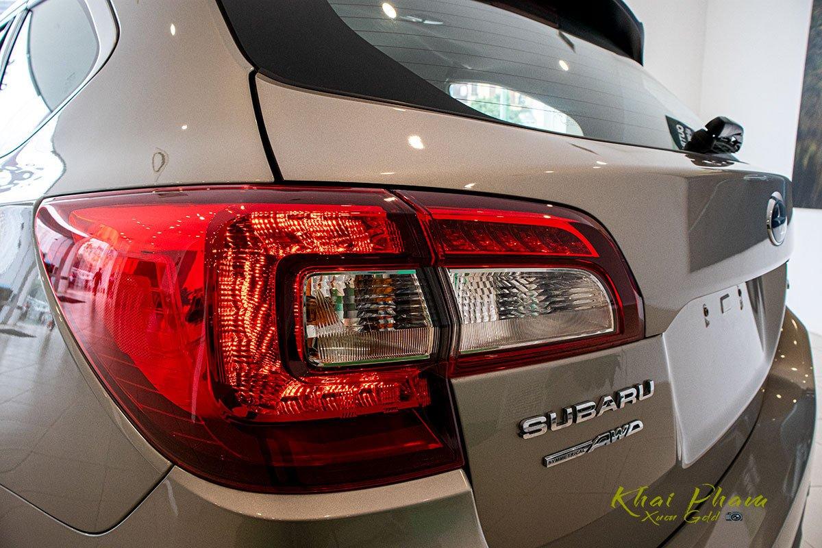 Ảnh chụp đèn hậu xe Subaru Outback 2020