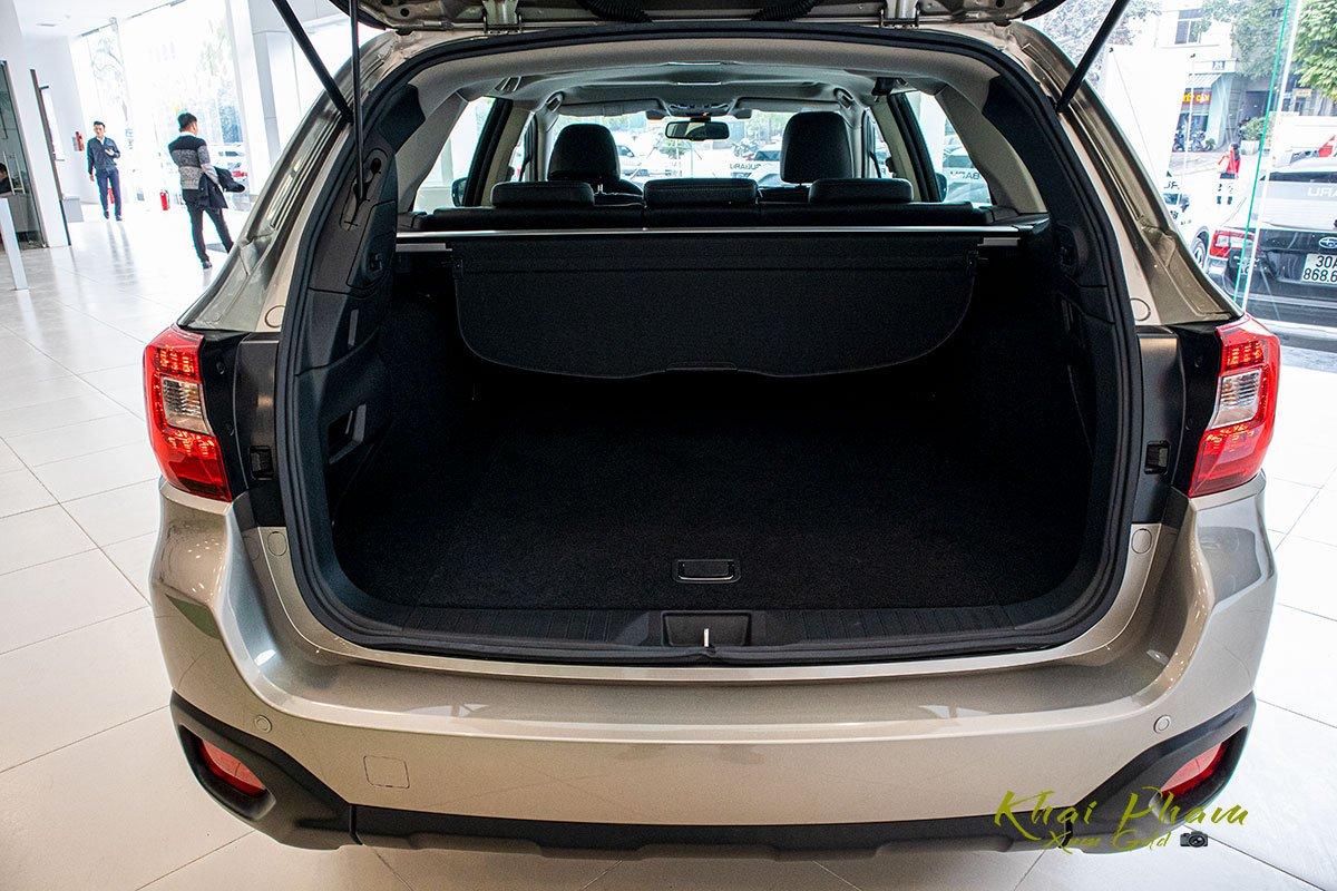 Ảnh chụp khoang hành lý xe Subaru Outback 2020