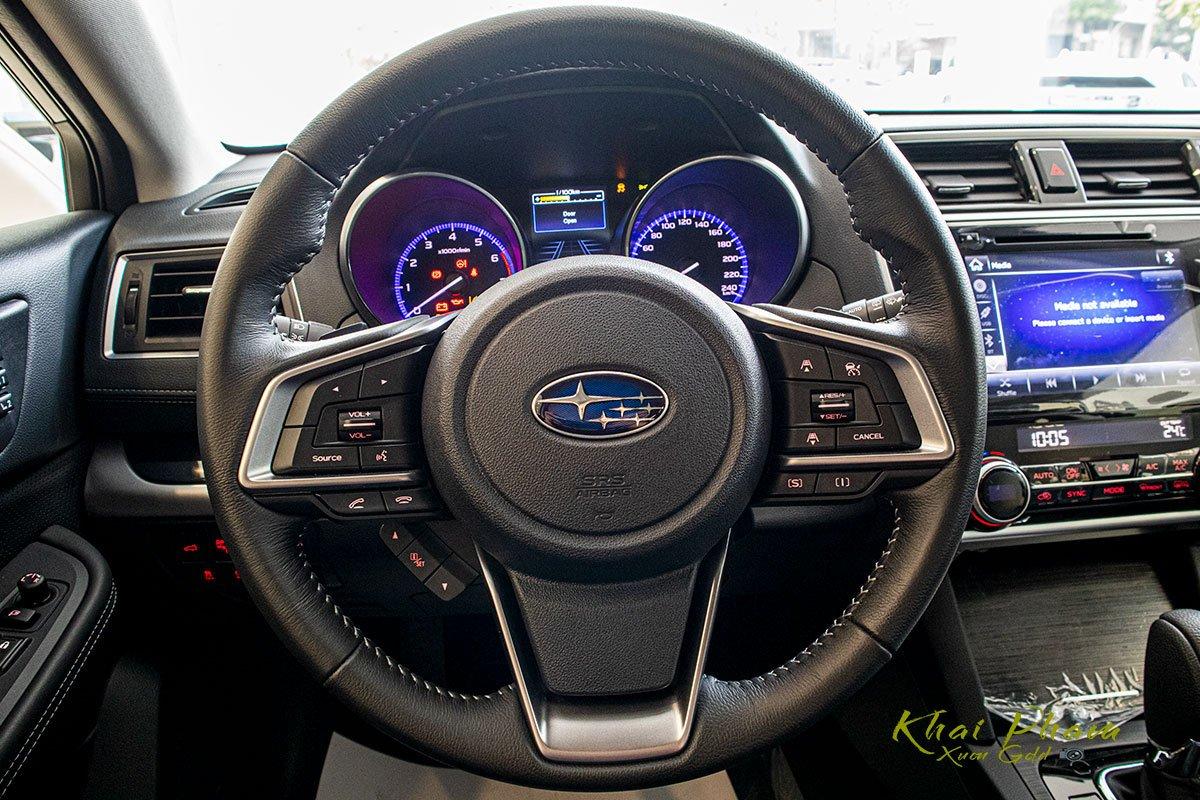 Ảnh chụp vô-lăng xe Subaru Outback 2020