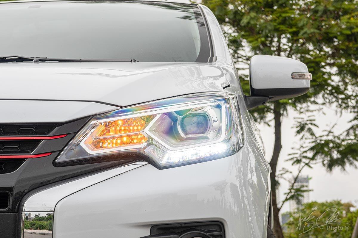 Đánh giá xe Mitsubishi Attrage CVT 2020: Cụm đèn pha LED Projector.