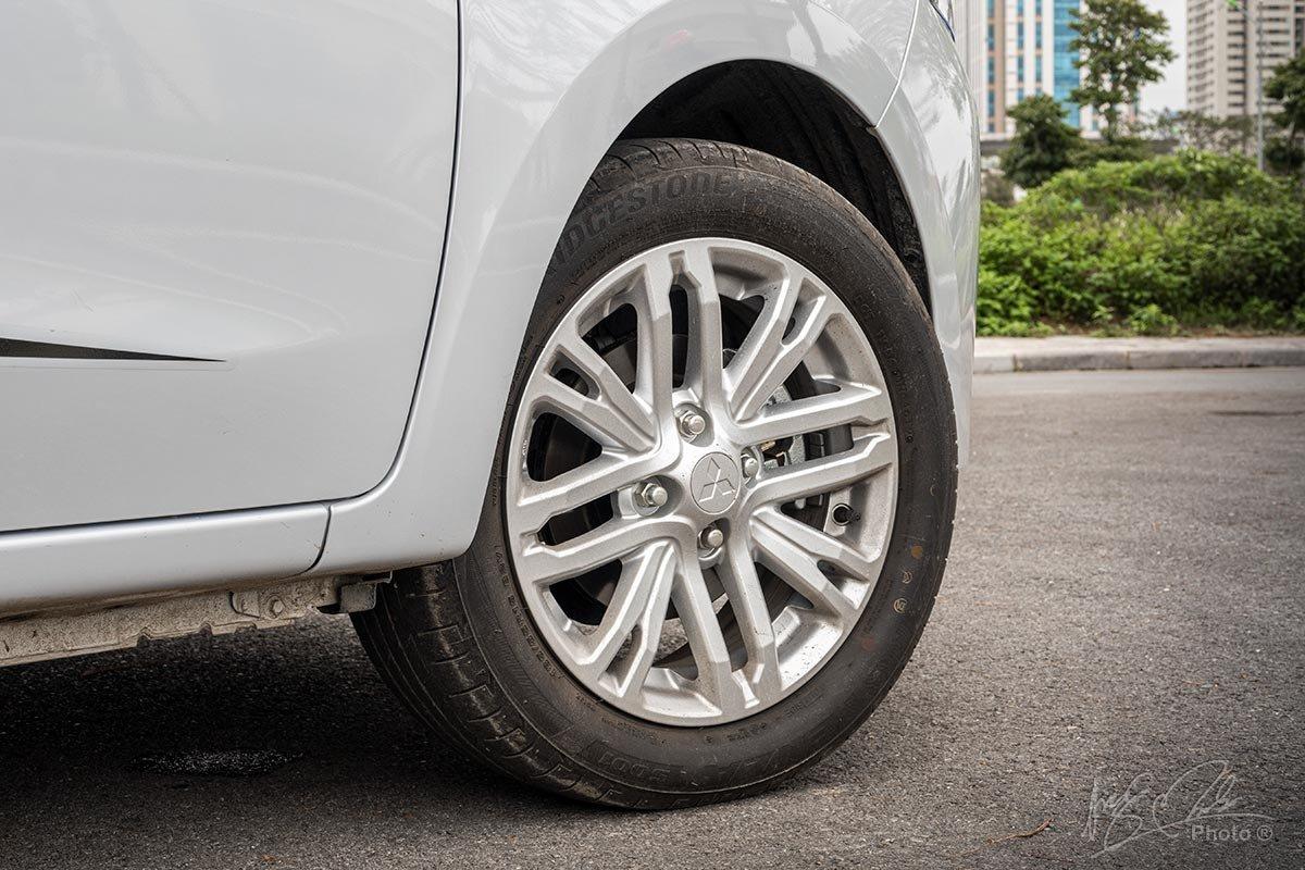 Đánh giá xe Mitsubishi Attrage CVT 2020: La-zăng 15 inch kiểu mới.