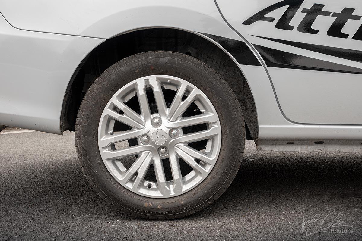 Đánh giá xe Mitsubishi Attrage CVT 2020: Phanh sau sử dụng kiểu tang trống.