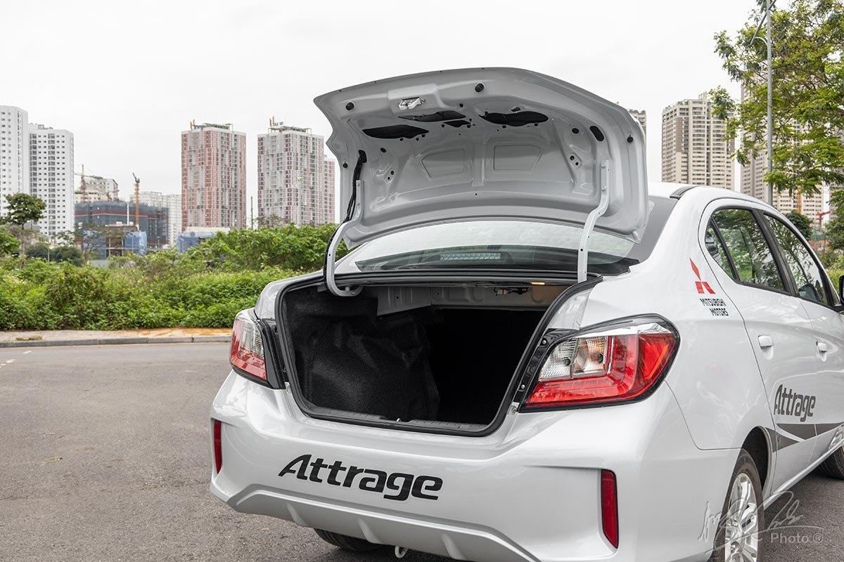 Đánh giá xe Mitsubishi Attrage CVT 2020: Khoang hành lý dung tích 445 lít.