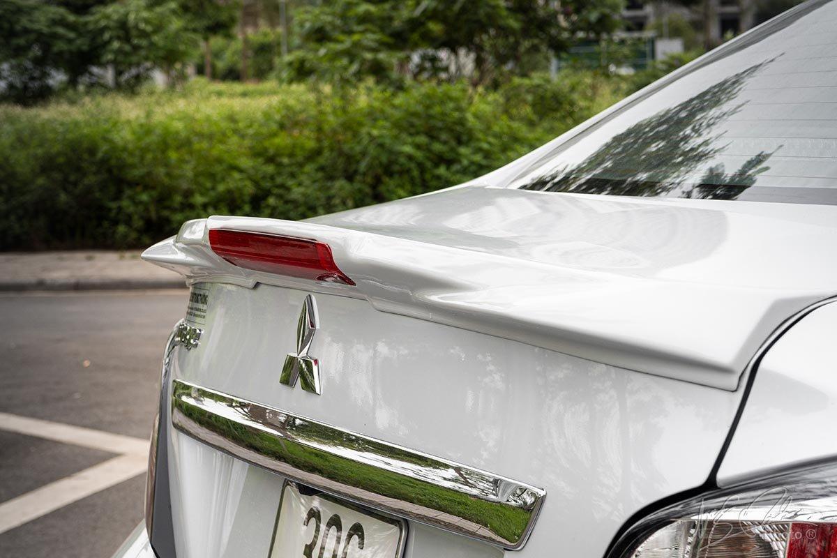 Đánh giá xe Mitsubishi Attrage CVT 2020: Cánh gió đuôi tích hợp đèn phanh LED.
