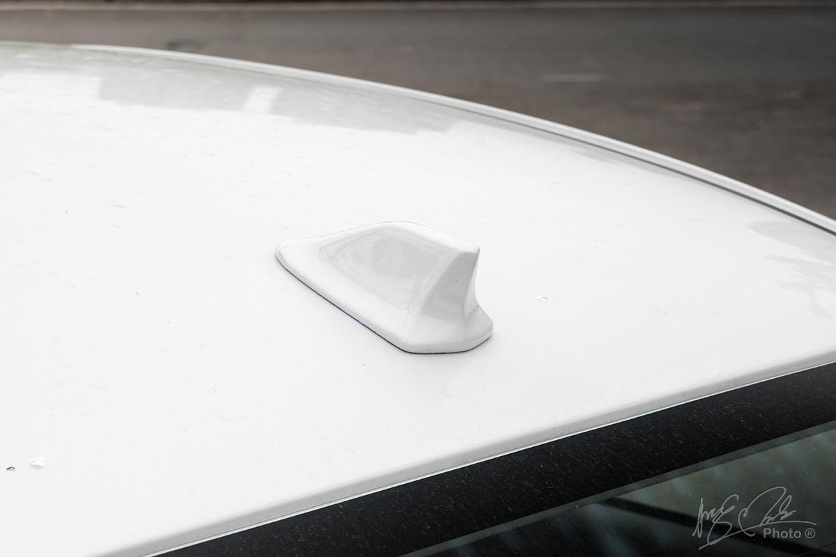 Đánh giá xe Mitsubishi Attrage CVT 2020: Ăng ten dạng vây cá mập.