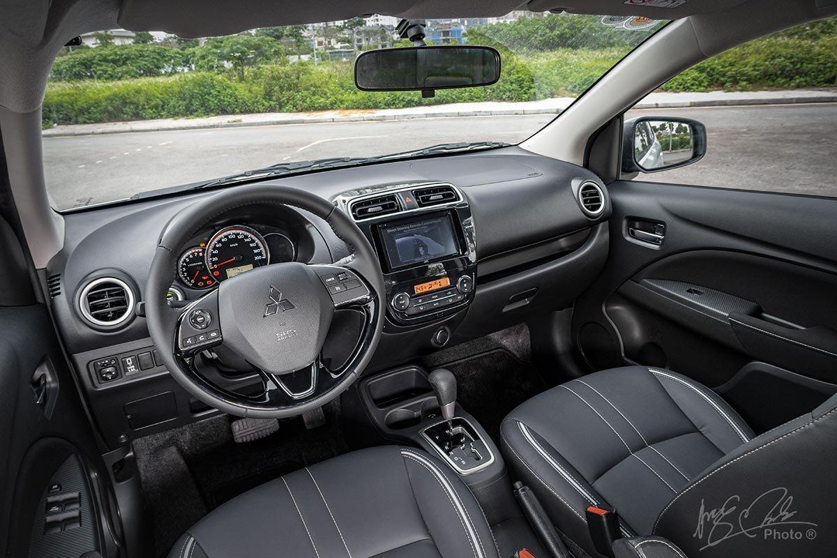 Đánh giá xe Mitsubishi Attrage CVT 2020: thiết kế khoang lái.