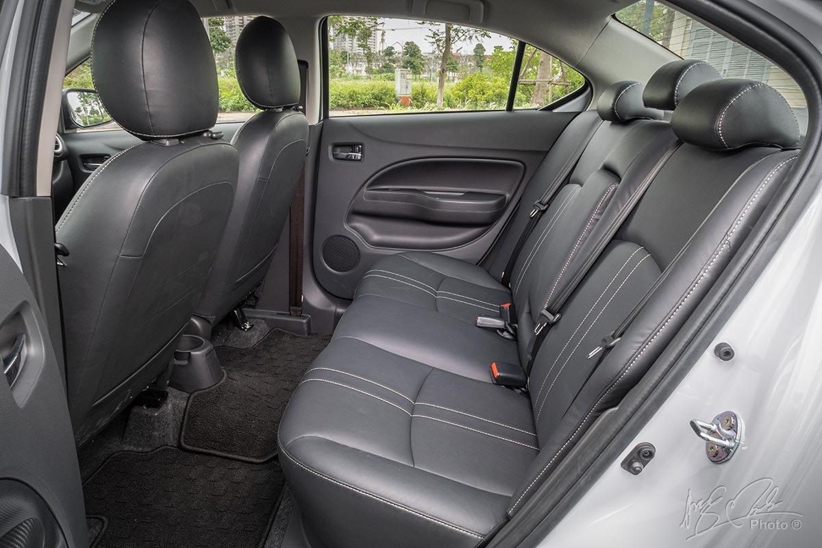Đánh giá xe Mitsubishi Attrage CVT 2020: Ghế sau.