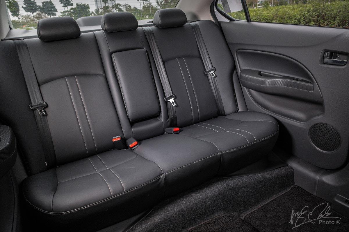 Đánh giá xe Mitsubishi Attrage CVT 2020: Hàng ghế sau.