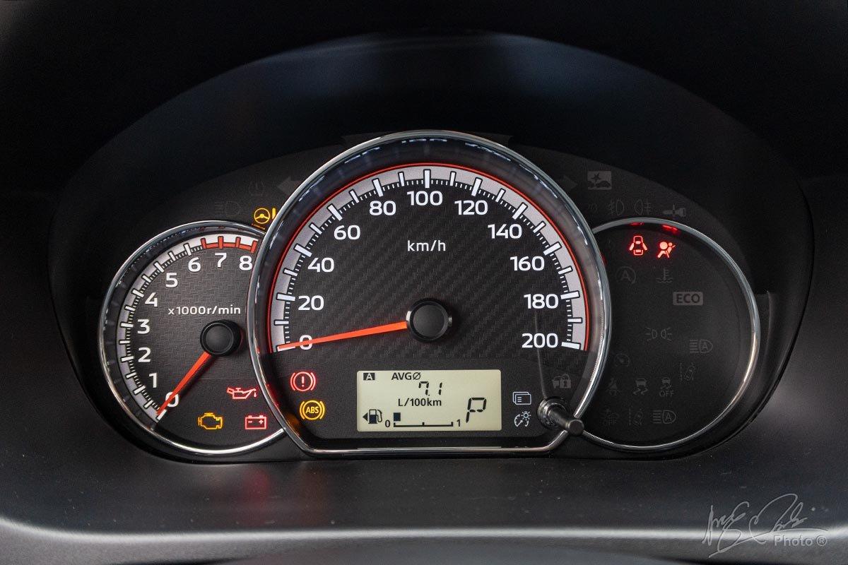 Đánh giá xe Mitsubishi Attrage CVT 2020: bảng đồng hồ.