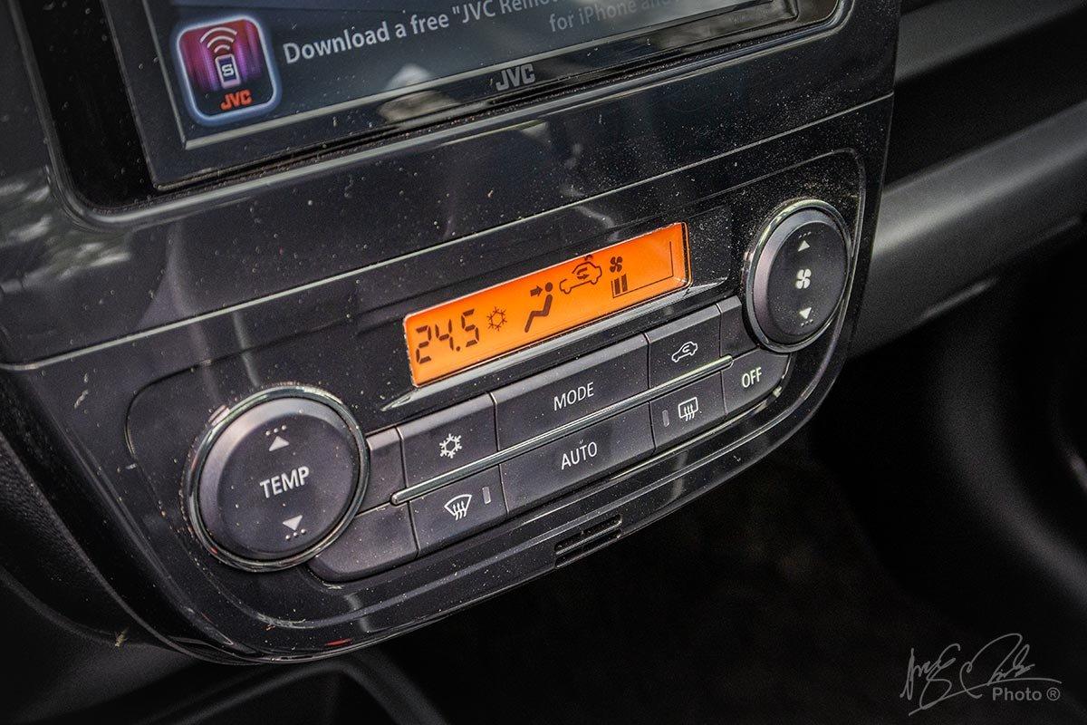 Đánh giá xe Mitsubishi Attrage CVT 2020: Điều hoà tự động.