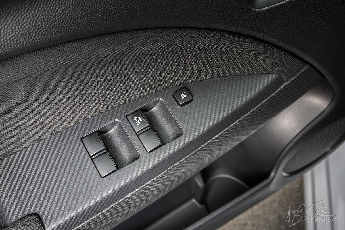 Đánh giá xe Mitsubishi Attrage CVT 2020: Kinh lái lên xuống 1 chạm chống kẹt.