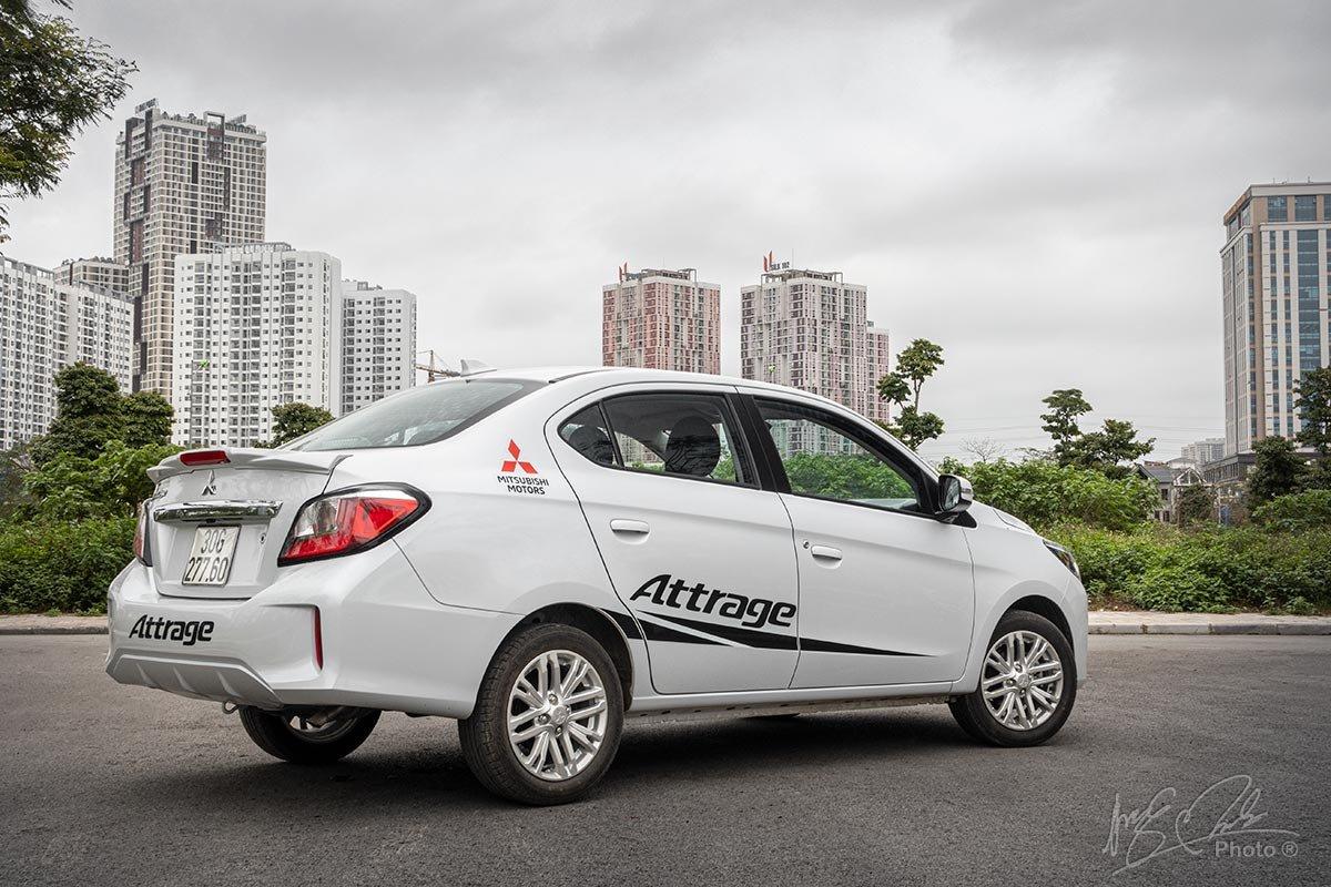 Đánh giá xe Mitsubishi Attrage CVT 2020: Thiết kế đuôi xe.