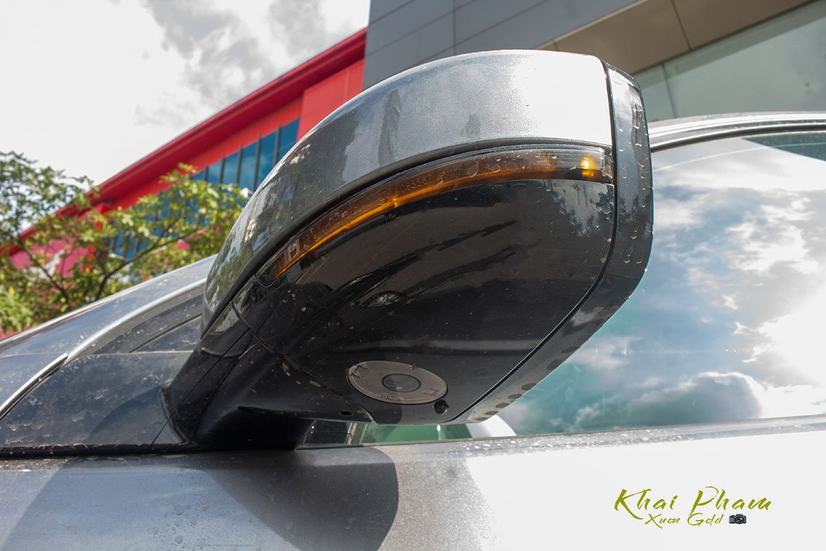 Hình ảnh chụp gương chiếu hậu xe Land Rover Discovery Sport S 2020