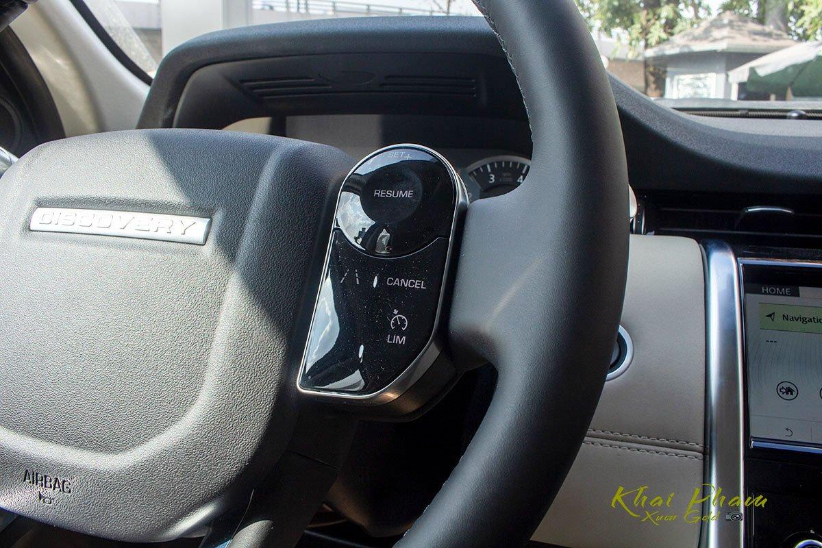 Hình ảnh chụp nút bấm vô-lăng xe Land Rover Discovery Sport S 2020 1