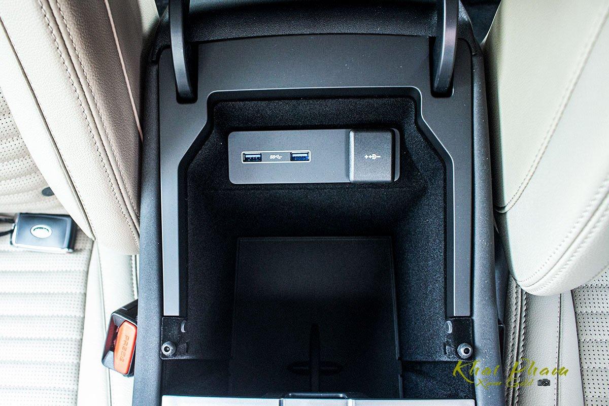 Hình ảnh chụp hộp đồ xe Land Rover Discovery Sport S 2020