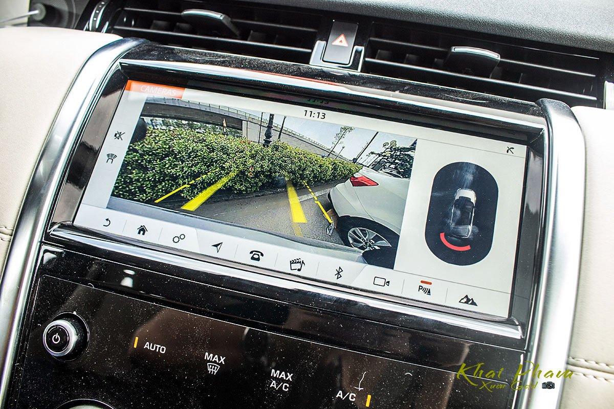 Hình ảnh màn hình camera lùi xe Land Rover Discovery Sport S 2020