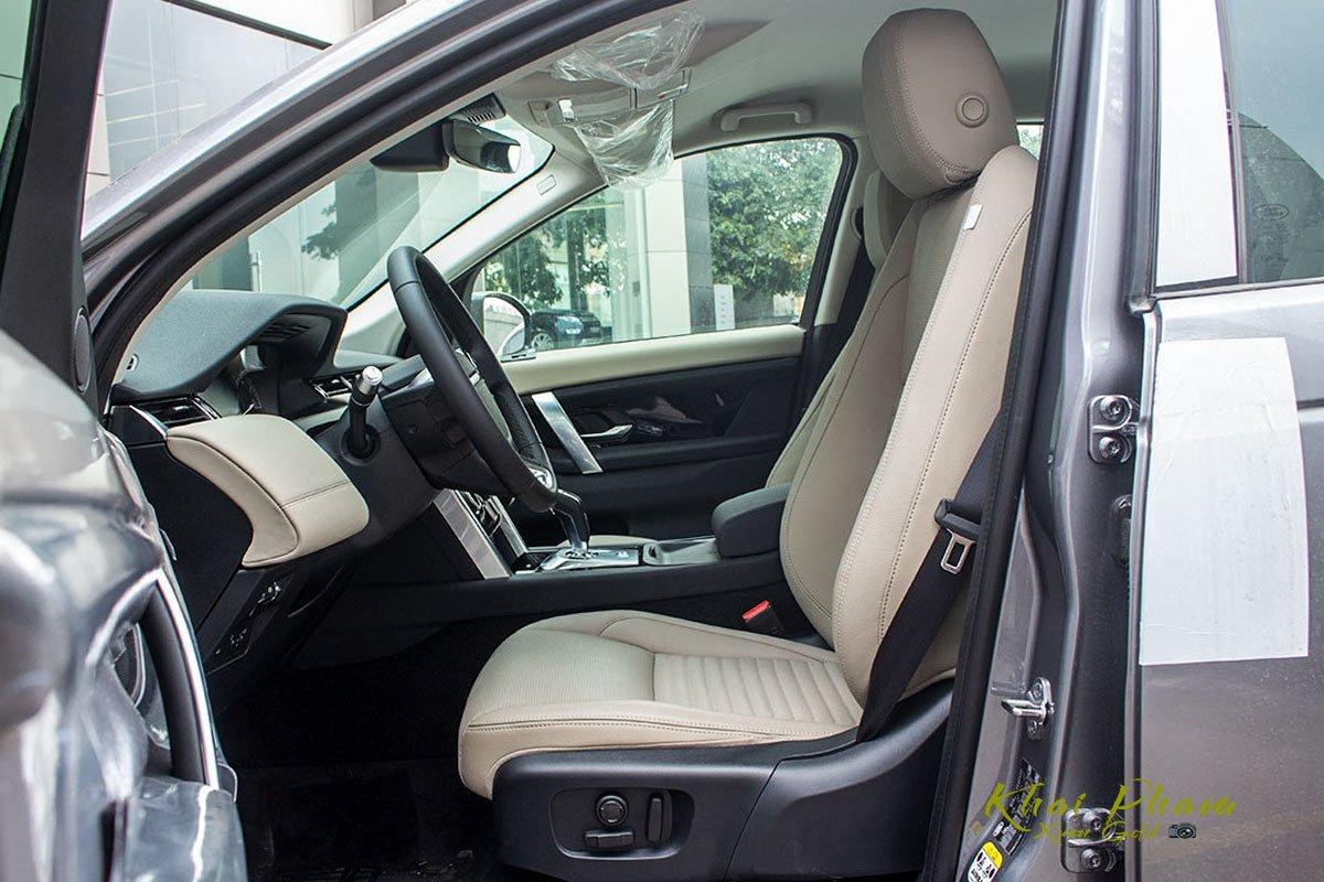 Hình ảnh chụp ghế trước xe Land Rover Discovery Sport S 2020