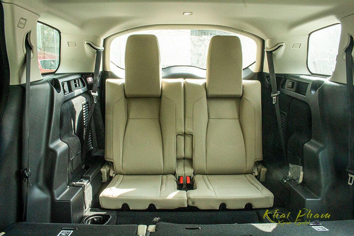 Hình ảnh chụp ghế sau cùng xe Land Rover Discovery Sport S 2020 1