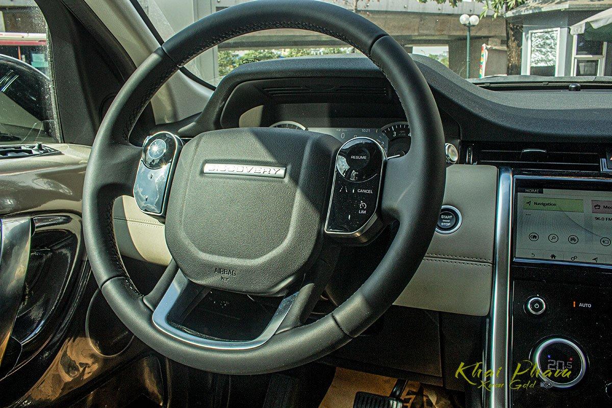 Hình ảnh chụp vô-lăng xe Land Rover Discovery Sport S 2020