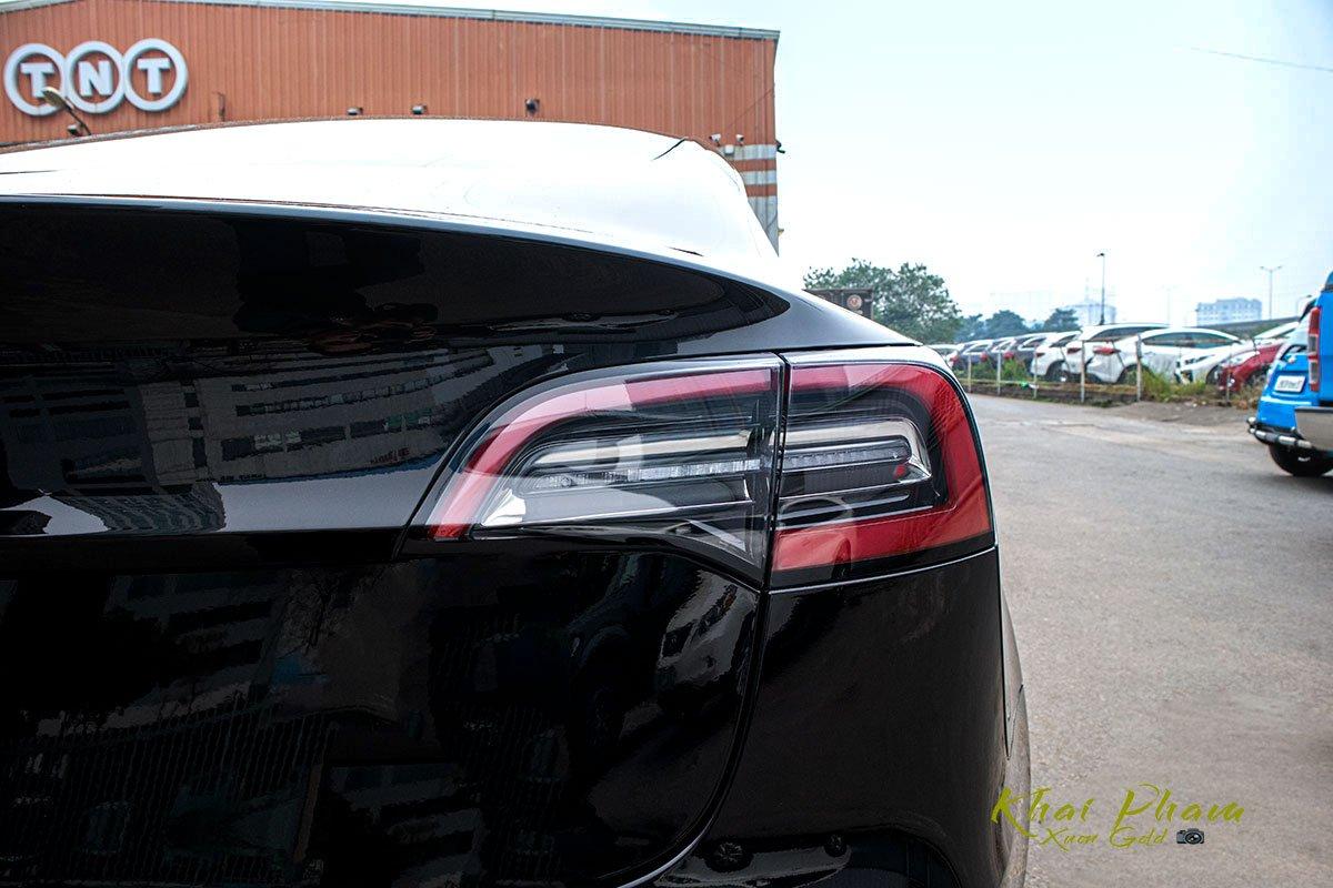 Ảnh chụp đèn hậu xe Tesla Model 3 2020 1