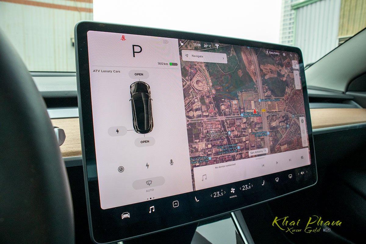 Ảnh chụp màn hình trung tâm xe Tesla Model 3 2020
