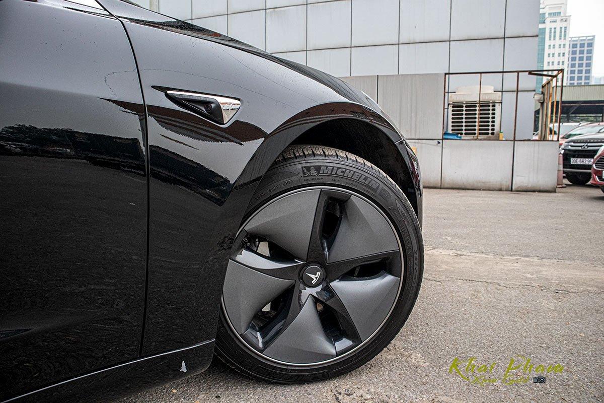 Ảnh chụp la-zăng xe Tesla Model 3 2020
