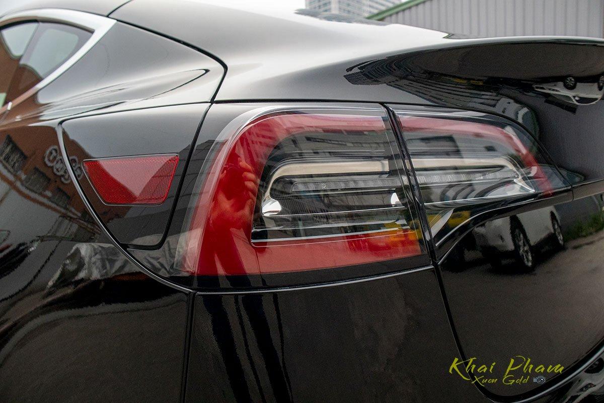 Ảnh chụp đèn hậu xe Tesla Model 3 2020