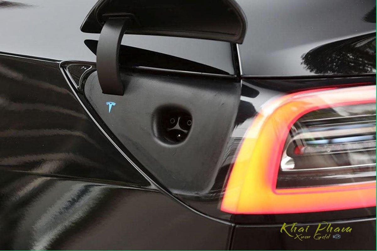 Ảnh chụp cổng sạc xe Tesla Model 3 2020