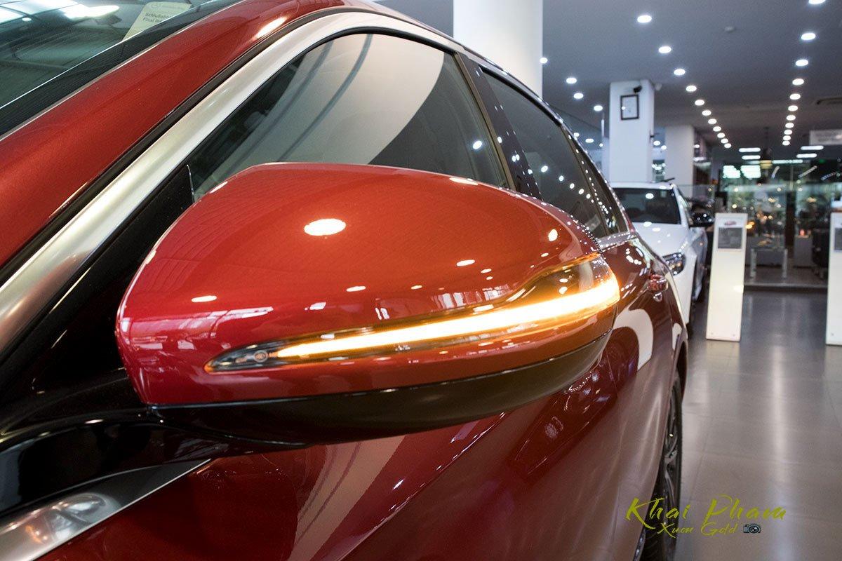 Ảnh chụp gương xe Mercedes-Benz E 180 2020