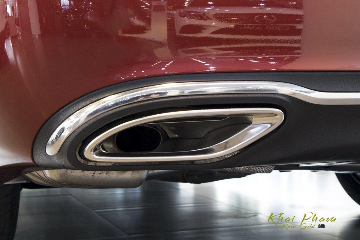 Ảnh chụp ống xả xe Mercedes-Benz E 180 2020