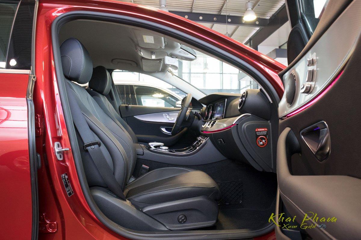 Ảnh chụp ghế phụ xe Mercedes-Benz E 180 2020 1