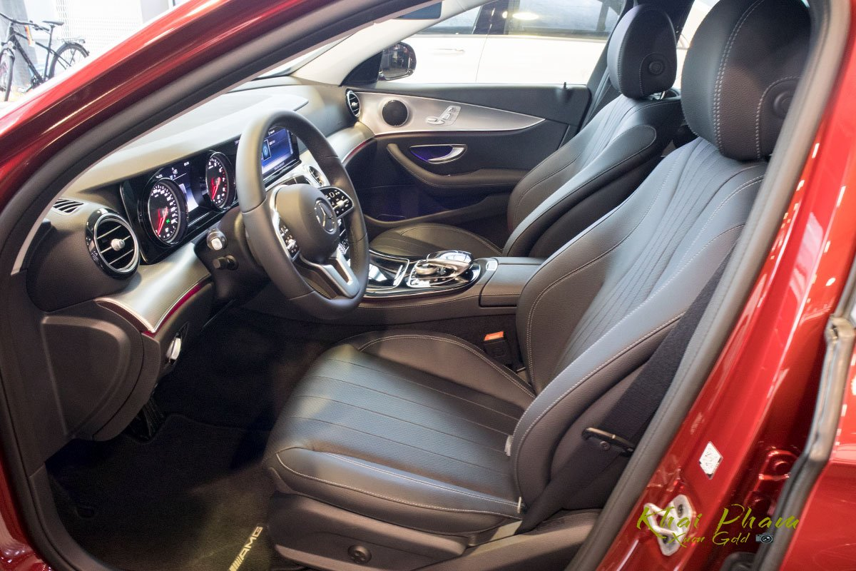 Ảnh chụp ghế lái xe Mercedes-Benz E 180 2020