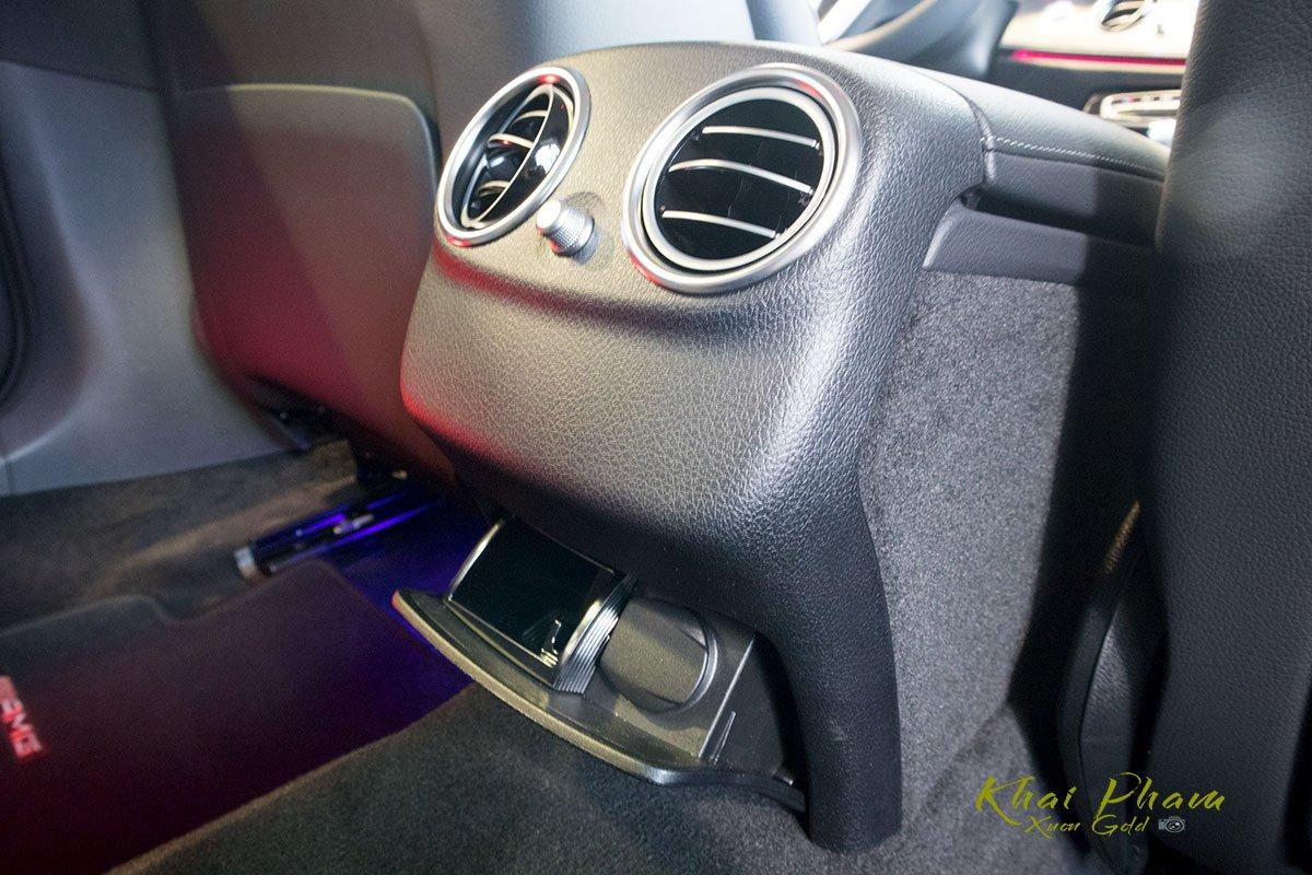 Ảnh chụp cửa gió điều hoà xe Mercedes-Benz E 180 2020 1