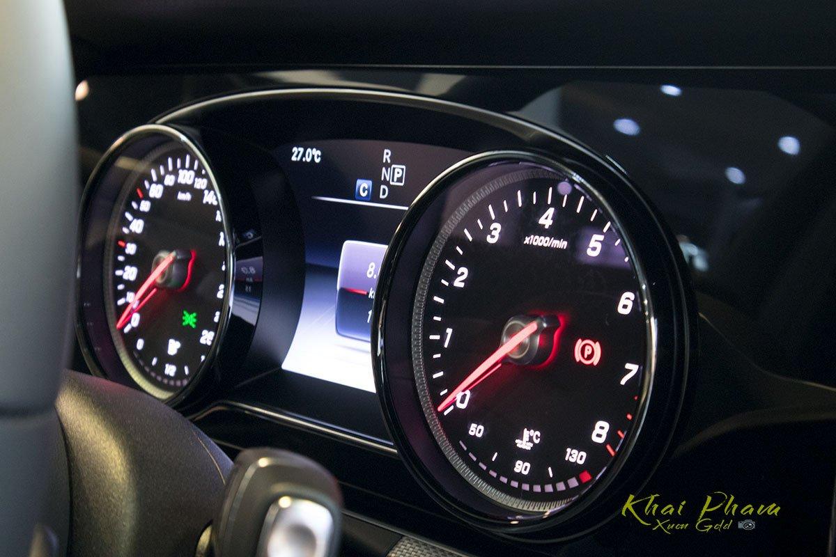 Ảnh chụp cụm đồng hồ xe Mercedes-Benz E 180 2020 1