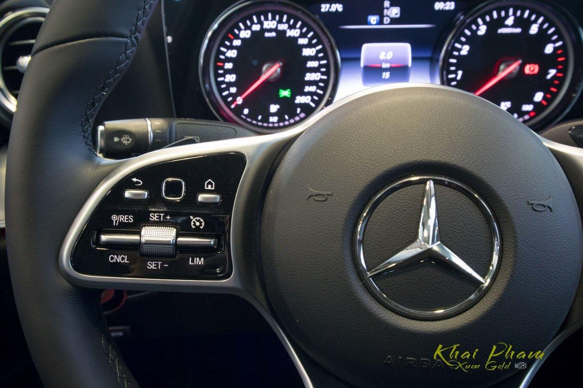 Ảnh chụp nút bấm vô-lăng xe Mercedes-Benz E 180 2020