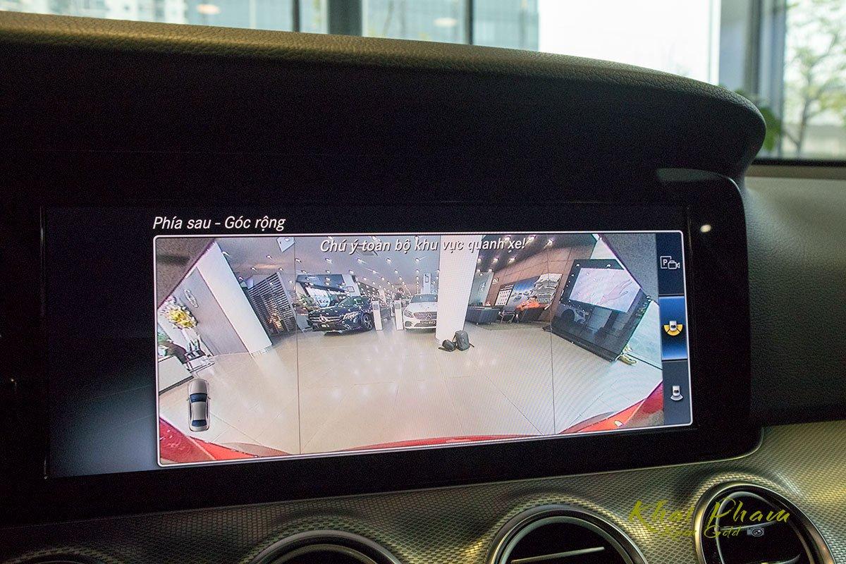Ảnh chụp camera lùi xe Mercedes-Benz E 180 2020